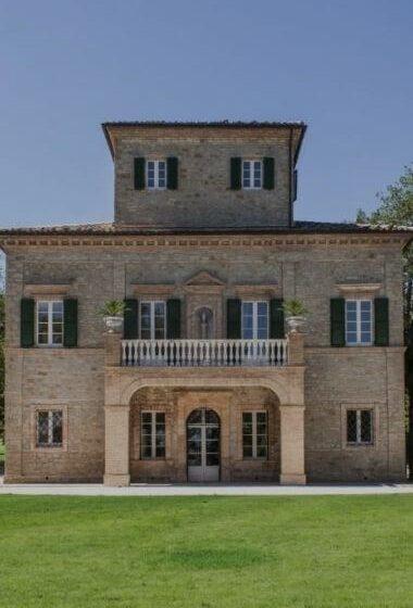 Villa Arum Lily Feature